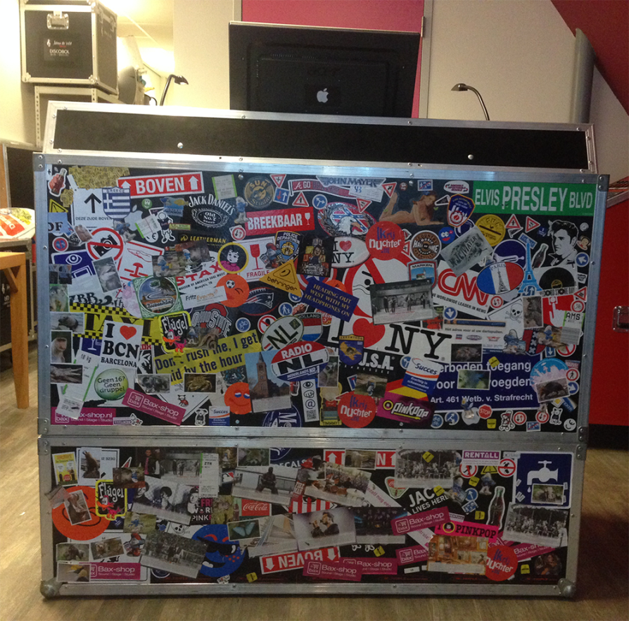 DJ Muziekmeubel 5 - Front met stickers